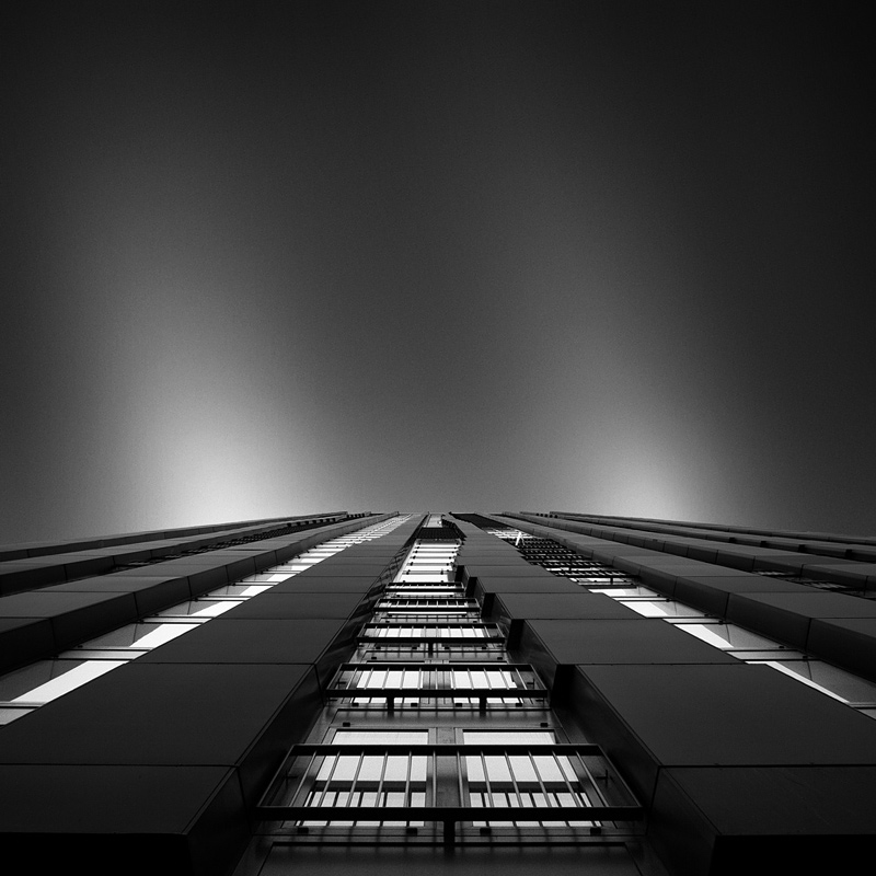 photo noir et blanc d'architecture moderne