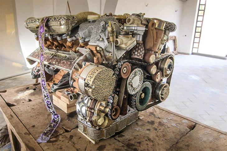 Moteur V12 réalisé avec de l'artisanat marocain
