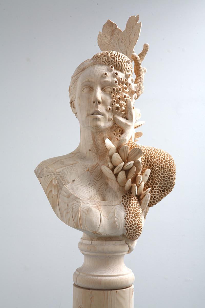 Sculpture surréaliste en bois