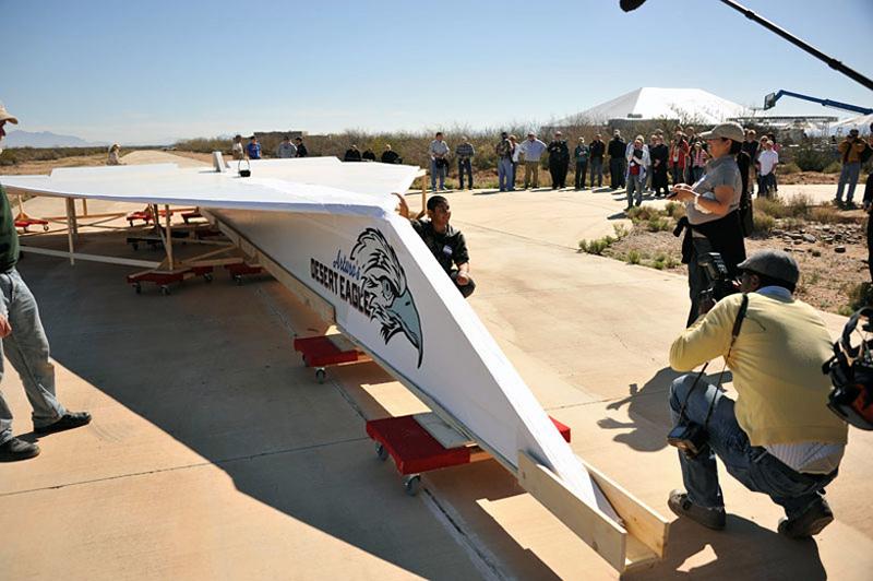 avion en papier géant