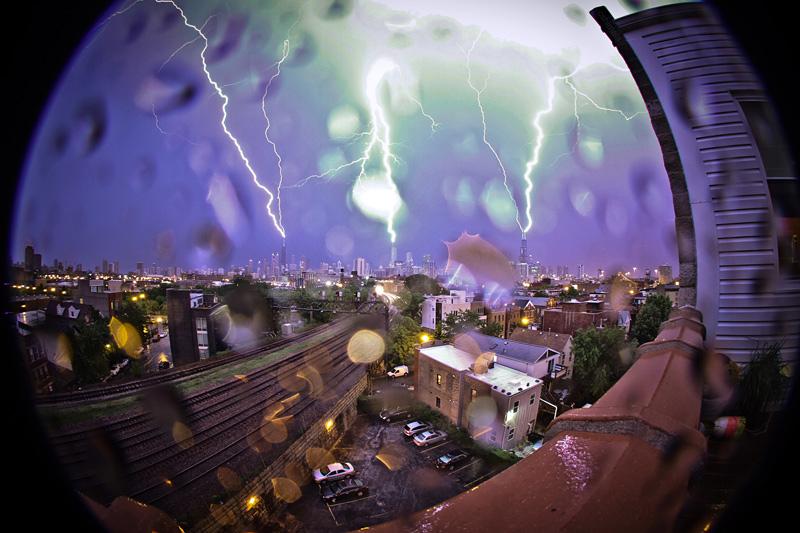 éclairs qui frappent des buildings à Chicago