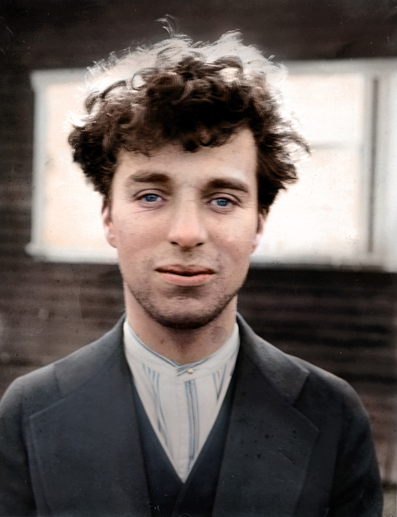 photo historique colorisée de Charlie Chaplin en 1916