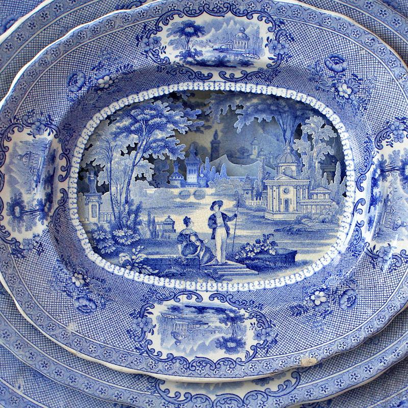 Paysages sculptés par couches dans des assiettes anciennes