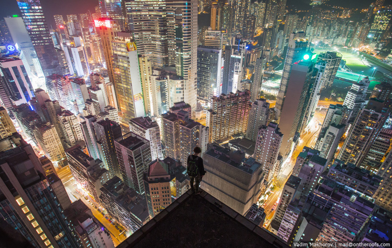 Hong Kong la nuit, vu d'un toit