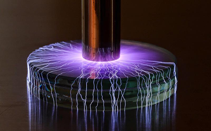 Etincelles Tesla et orages miniatures photographiés par Marc Simon Frei