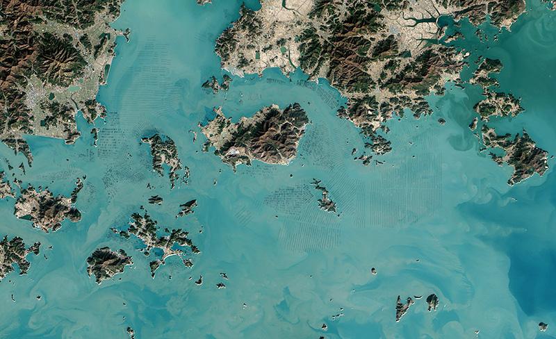 Photos fascinantes de fermes d'algues en Corée du Sud prises par satellite
