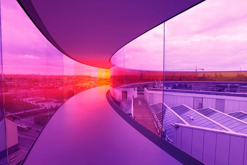 Promenade panoramique qui décline les couleurs de l'arc en ciel au Danemark