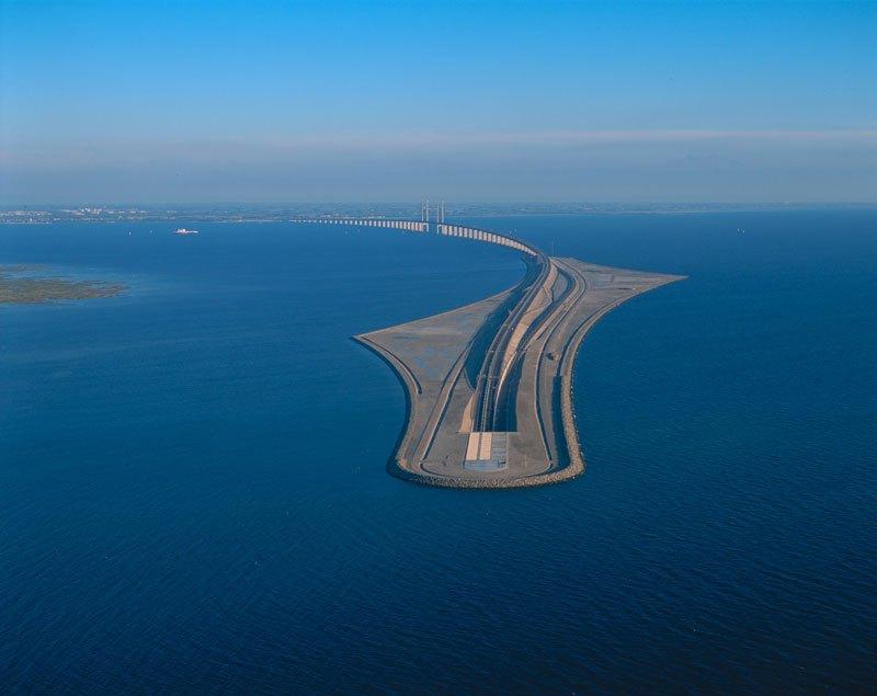 Pont entre le Danemark et la Suède qui se transforme en tunnel