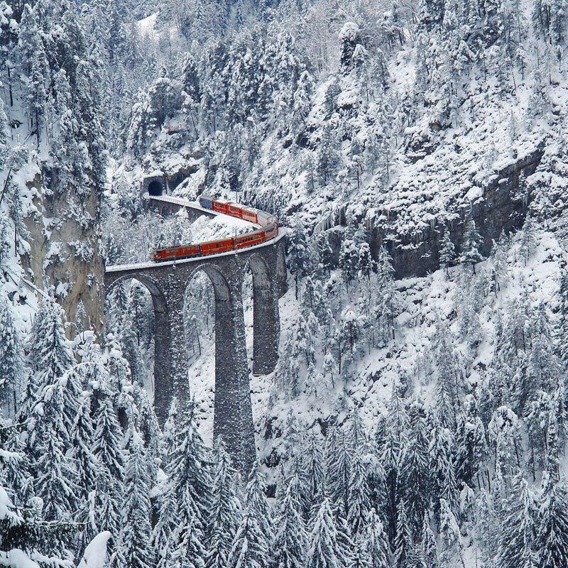 Chemin de fer dans les Alpes suisses