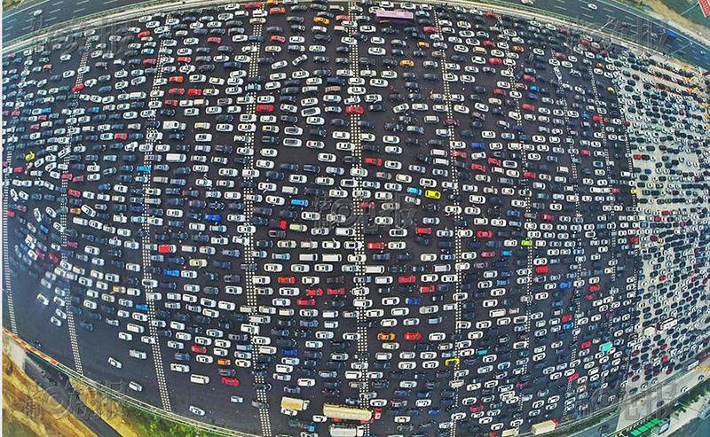Embouteillage au péage de l'autoroute Pékin-Hong Kong-Macao