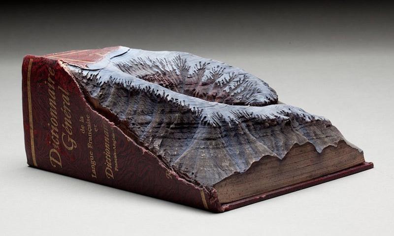 Sculptures de reliefs montagneux dans des encyclopédies