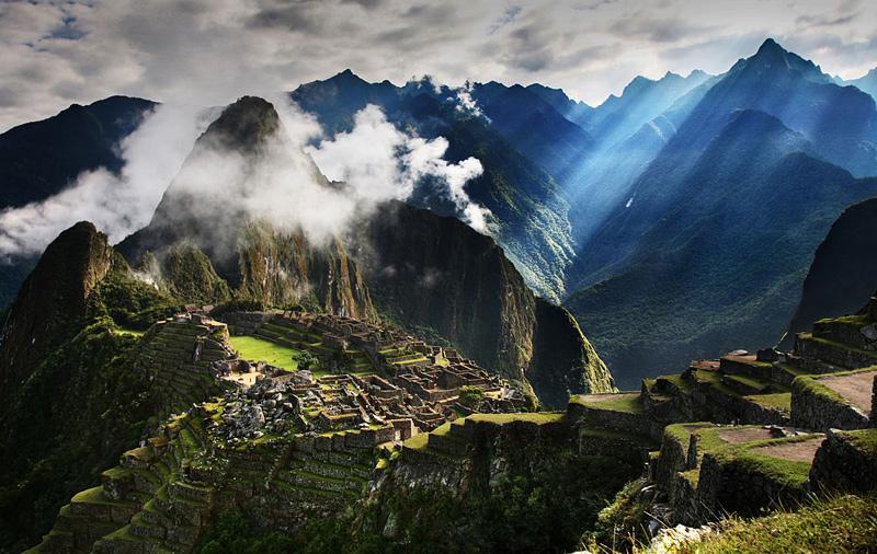 Machu Picchu au Pérou dans la lumière du petit matin