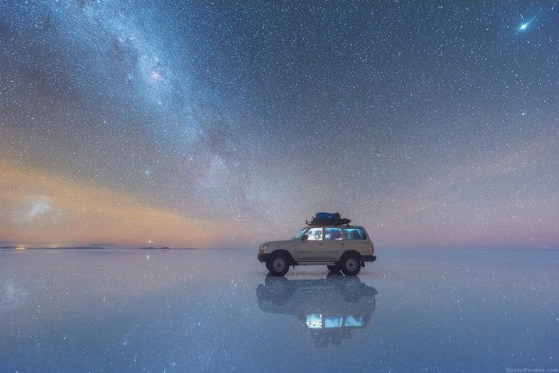 voie lactée reflétée sur le plus grand désert de sel du monde