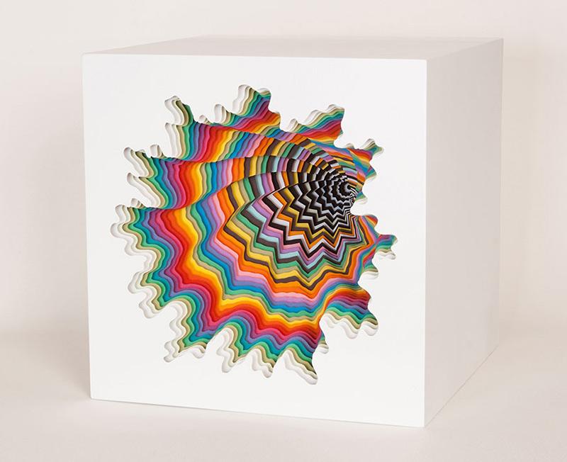 Sculptures par superposition de couches de papier découpées par Jen Stark