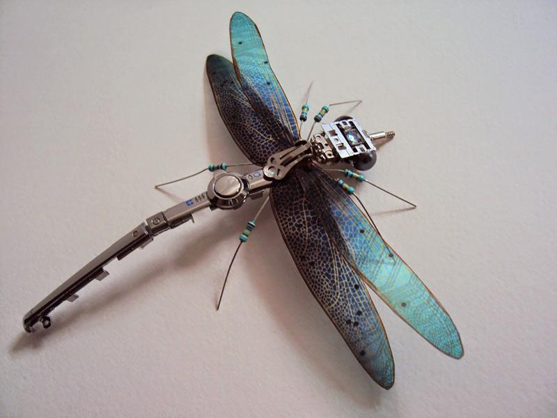 insectes à partir de composants électroniques par Julie-Alice Chappell
