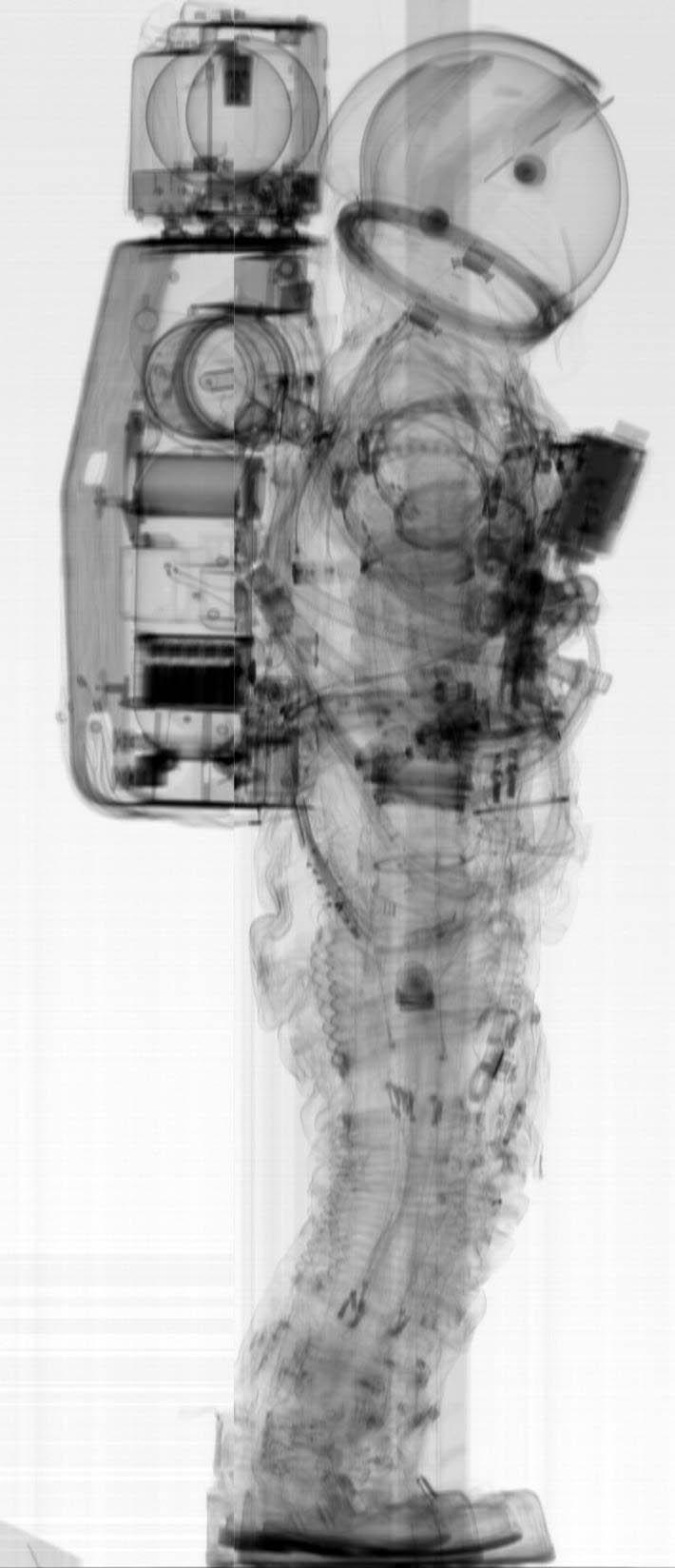 combinaison d'astronaute aux rayons X