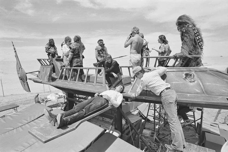 Harrison Ford prend une pause sur un décors du Retour du Jedi