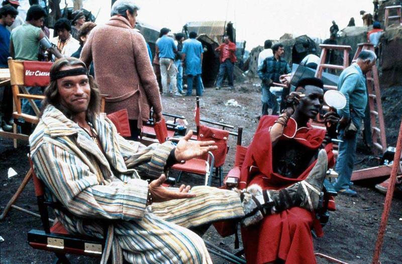 Arnold Schwarzenegger et Grace Jones sur le tournage de Conan le Barbare