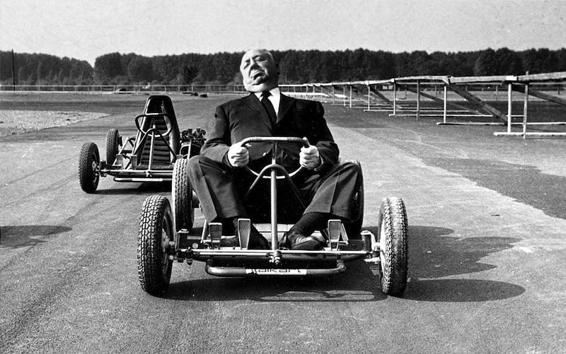 Alfred Hitchcock à bord d'un karting en 1960