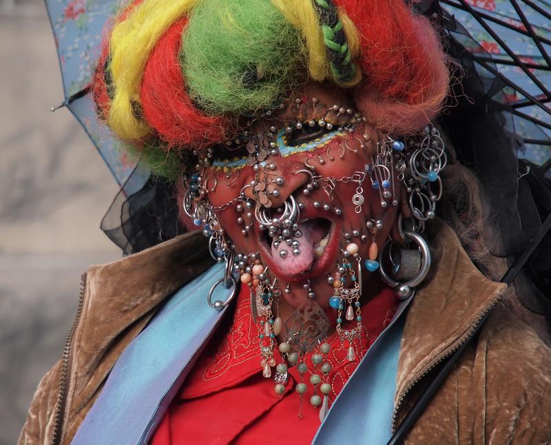 Elaine Davidson et ses 9000 piercings