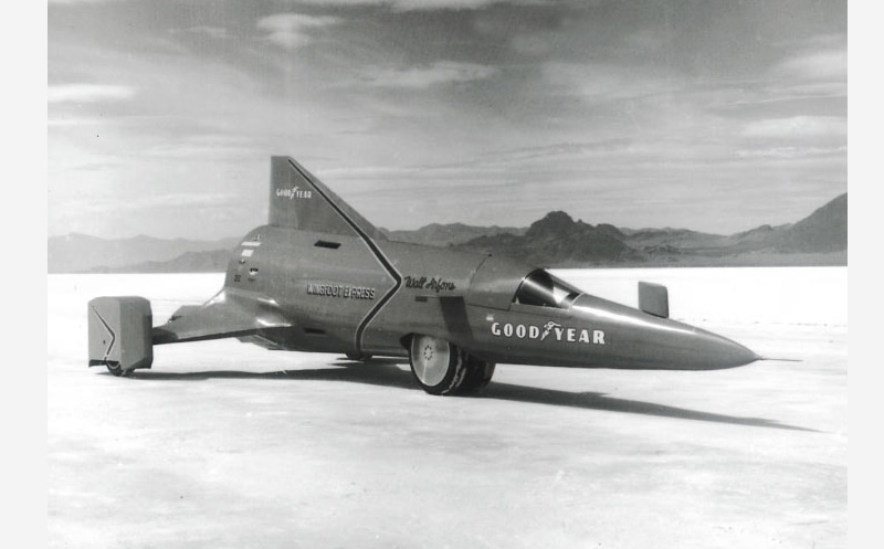 Voiture-fusée Wingfoot Express