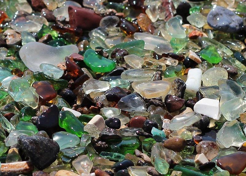 Plage de verres multicolores dans la Baie d'Ussuri