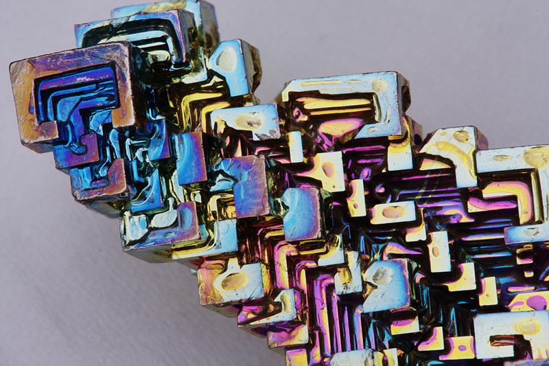Cristal obtenu à partir de bismuth métallique