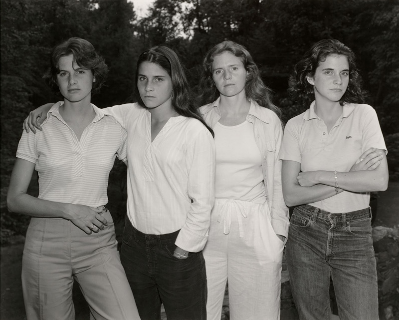 4 soeurs photographiées ensemble chaque années de 1975 à 2011