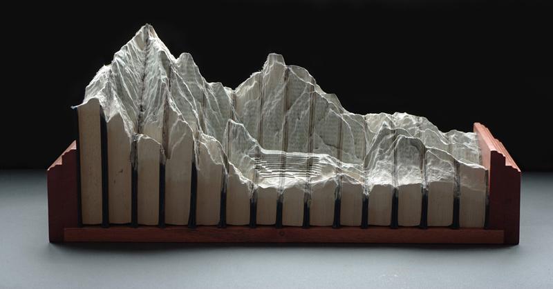 paysages sculptés dans des livres par Guy Laramée