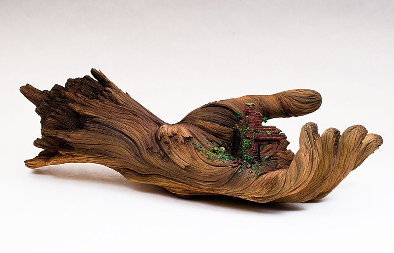 Main en céramique sculptée qui ressemble à une branche d'arbre
