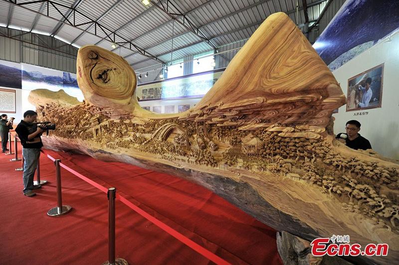 longue sculpture sur bois