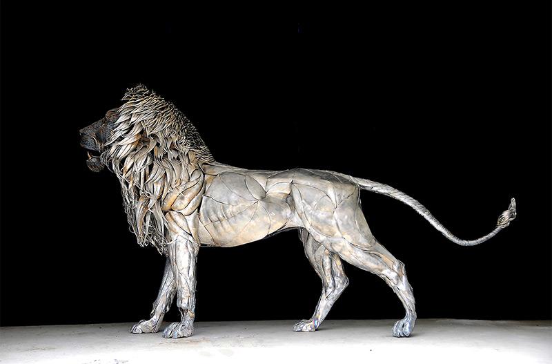 sculpture metallique d'un lion