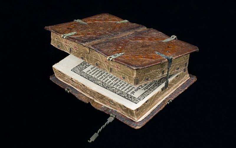 livre ancien à ouvertures multiples