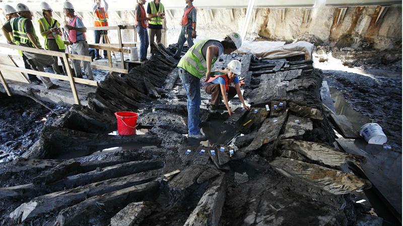 Restes d'un bateau qui a mystérieusement émergé des ruines du World Trade Centre en 2010
