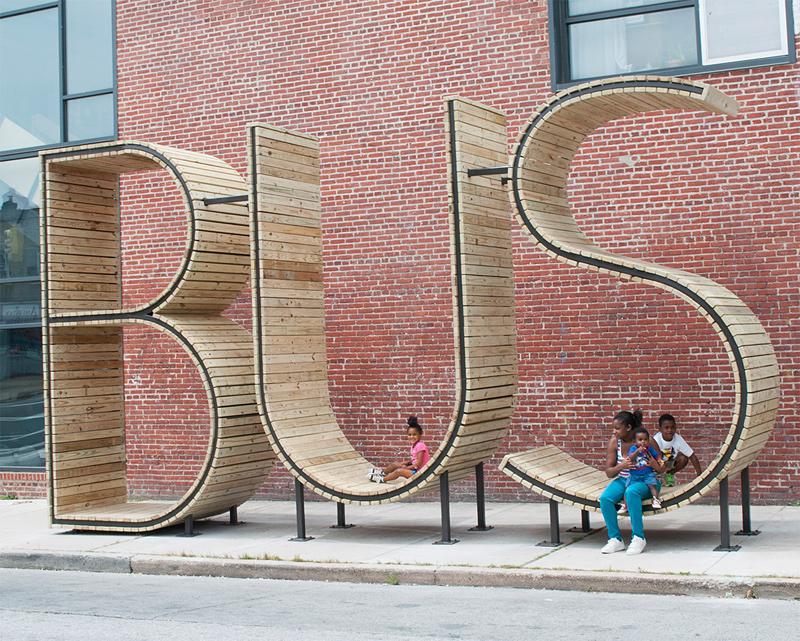 abribus en forme de lettres