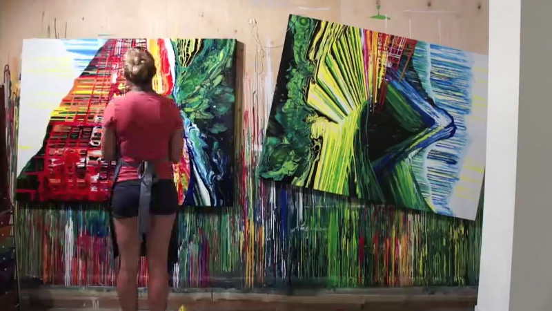 Timelapse de 2 minutes d'une séance de peinture de 30 heures