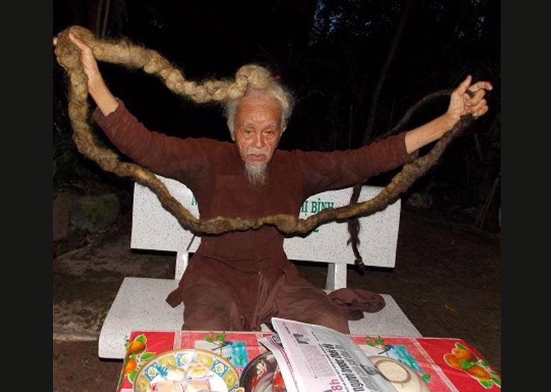 Nguyen Van Chien, l'homme avec des cheveux de 4 mètres de long